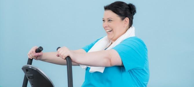 adipose-frau-starkt-ihren-kreislauf-mit-cardio-training